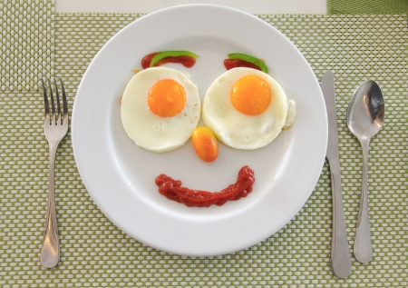 Happy Face Frying Eggs breakfast. Standard-Bild