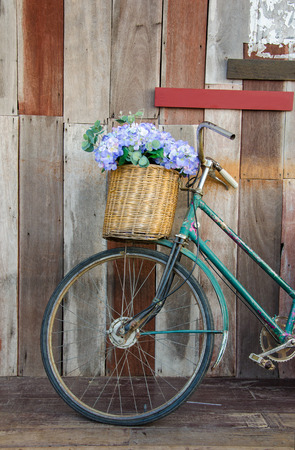 Old ladies bicycle leaning against a wooden plank. Reklamní fotografie
