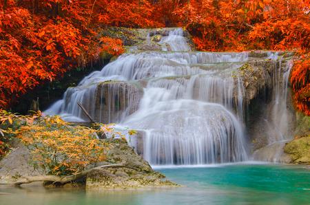エラワンの滝国立公園で深い森の滝 写真素材 - 29225975