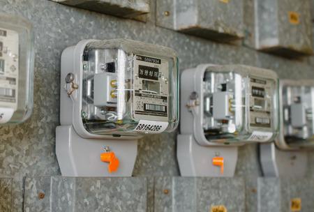 ワット時間の電気のメーターのアパートで測定ツールです。 写真素材 - 30729358