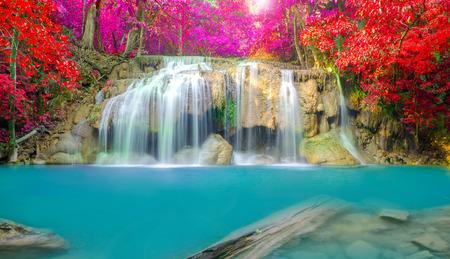 エラワン滝国立公園、タイでは深い森の滝。 写真素材