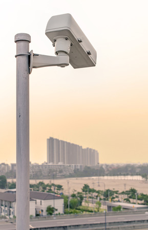 都市の道路上のセキュリティの CCTV カメラ。 写真素材