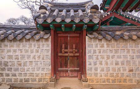 韓国の伝統ゲート韓国風。 写真素材