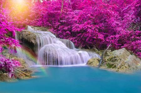 Cascade dans la forêt profonde au parc national d'Erawan cascade, Banque d'images - 39962780