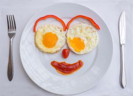 carita feliz: Cara feliz con huevos