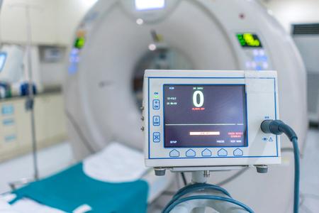 sofisticado de equipos médicos de escáner de resonancia magnética en el hospital. Foto de archivo