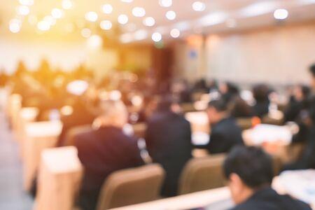 Sfocatura degli affari Conferenza e presentazione nella sala conferenze.