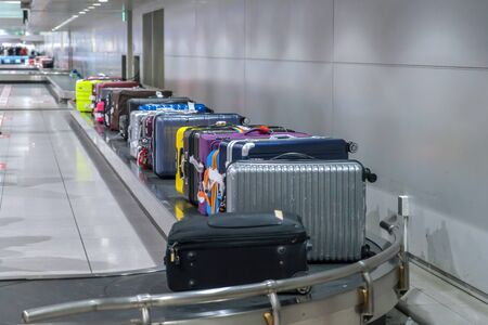 Suitcase or luggage with conveyor belt in the airport. 版權商用圖片