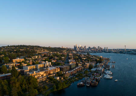Seattle Eastlake Capitol Hill and Downtown Aerial Neighborhood Cityscape Vibrant Sunset Lighting Clear Blue Sky Imagens