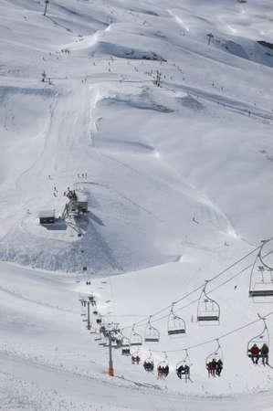チェアリフト & スキーヤー、Mosettes - Cubere エリア、シャテル、フランス アルプス、フランス 写真素材