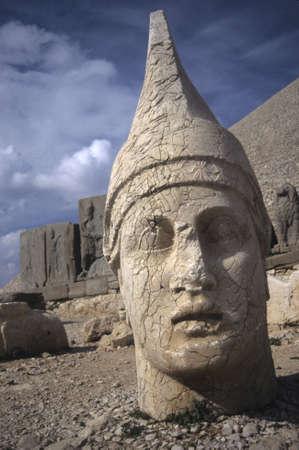 アンティオコス ネムルート山 Dag の巨大な像のトルコの古代の墓を守っています。