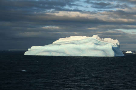Iceberg with surrealistic blue swirls,Bransfield Strait,Antarctica 版權商用圖片 - 883731