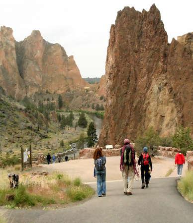 La famille va l'escalade, Smith Rock State Park, Central Oregon Banque d'images - 965184