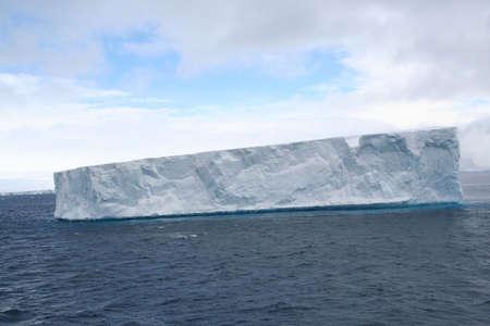 tabellare: Tabulari iceberg nel Mare Antartico, Erreras Channel, Antartide Archivio Fotografico