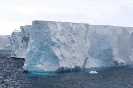 tabellare: Tabulari iceberg nel Mare Antartico, Erreras Canale, Antartide