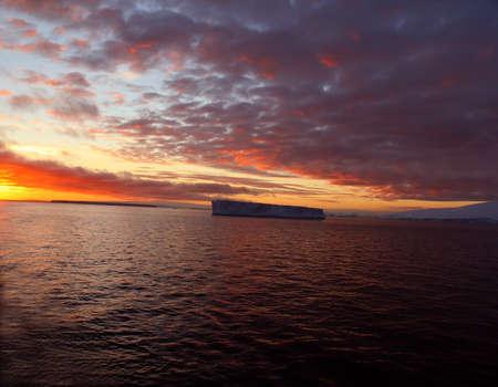 Sunset with tabular iceberg,  Bransfield Strait,  Antarctica 版權商用圖片