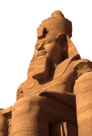 Rameses II coloso, sentado cifras, faraón egipcio, Abu Simbel en Egipto aislados blanco.  Foto de archivo - 1518851