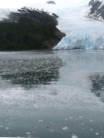 Ice fall from glacier, and brash ice at twilight, Strait of Magellan,  Patagonia, Chile   版權商用圖片