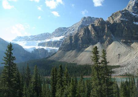 cirque: Ranuncolo ghiacciaio, appesa ghiacciaio in circo, in lontananza, la Columbia Icefields Parkway, Canadian Rockies, Banff, Jasper, Alberta, Canada
