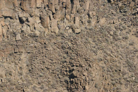 talus: Antecedentes - acantilados de basalto y talud de la antigua corriente de lava, Crooked River Canyon, Central Oregon