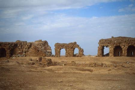 Ruïnes van de stadsmuren, glanzend met gips, Rustafa, Syrië