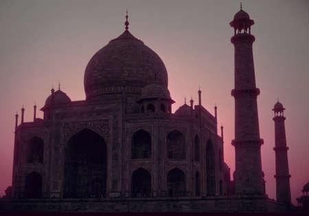 breaking dawn: Taj Mahal al amanecer, rompiendo el amanecer, Agra India
