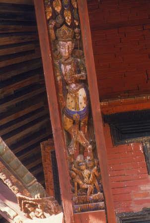 esplicito: tiva tender� sculture tempio esplicita, finemente intagliato in legno puntoni tempio, la dea ind� Kathmandu Nepal, Asia