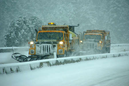Snow plows clearing highway, Oregon, Pacific Northwest 免版税图像
