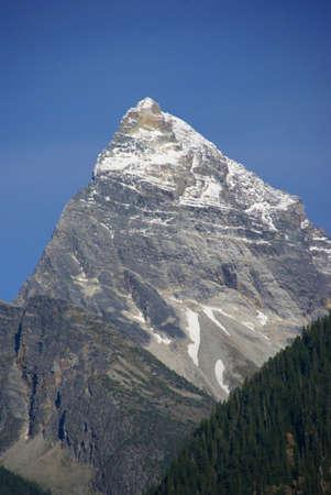 Mt. Sir Donald, con el cielo azul, Rogers Pass, Parque Nacional Yoho, Canadian Rockies Revelstoke Columbia Británica, Canadá Foto de archivo - 4287263