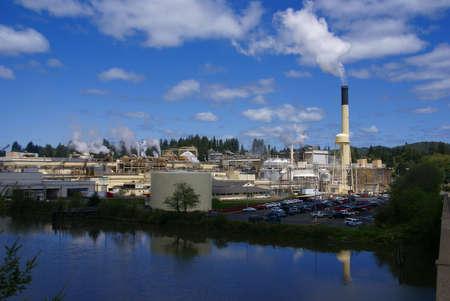 Pulp and paper mill along river,  Toledo,  Oregon Coast Archivio Fotografico