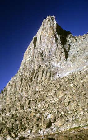 talus: Pico de Sundance y el astr�galo slopesSundance Pico y taludes, Wind Rivers cadena de monta�as Rocosas de Wyoming Foto de archivo