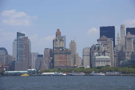 New York Skyline, von Staten Island Ferry, Lower Manhattan, Financial District, New York City Lizenzfreie Bilder - 5559513