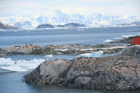 Icefall and glacier carved mountains and ridges,   Petermann Island, Antarctica 版權商用圖片