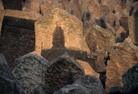 Ancient Jewish Cemetery, with crowded headstones,  Prague Czechoslovakia [Czech Republic] Banco de Imagens