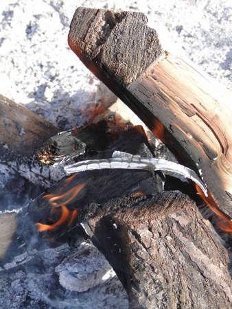 flickering: Parpadean las llamas de una fogata en Colorado