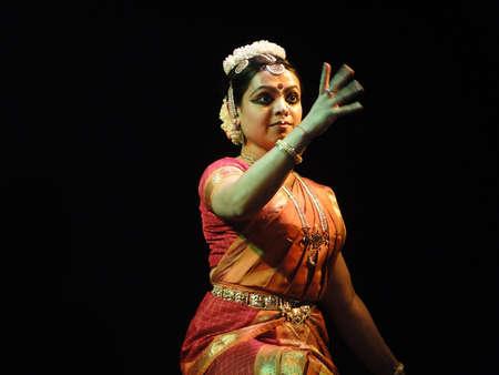 khajuraho: Bailar�n indio de KHAJURAHO, INDIA - 4 de NOV - realiza la danza cl�sica en Khajuraho, India, 4 de noviembre de 2009.