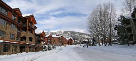 Condominios de estilo occidental, en Steamboat Springs, Colorado         Foto de archivo - 9801695