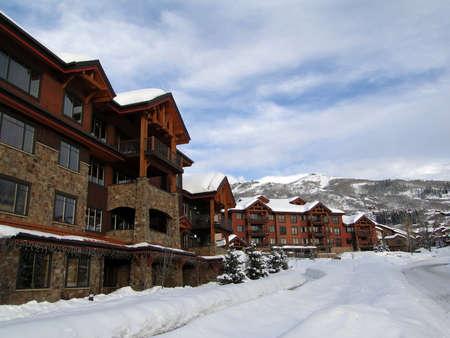 Condominios de estilo occidental, en Steamboat Springs, Colorado         Foto de archivo - 9801871