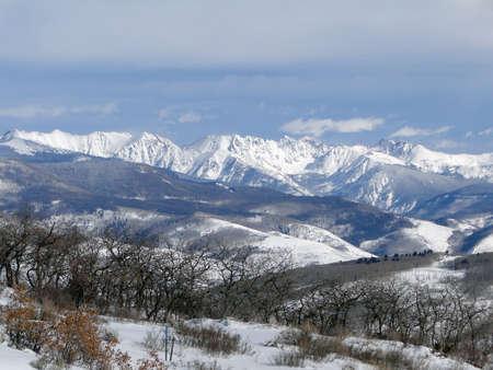 sangre derramada: Nieve del invierno en las monta�as escarpadas de la gama de Gore de las monta�as Rocosas, Colorado
