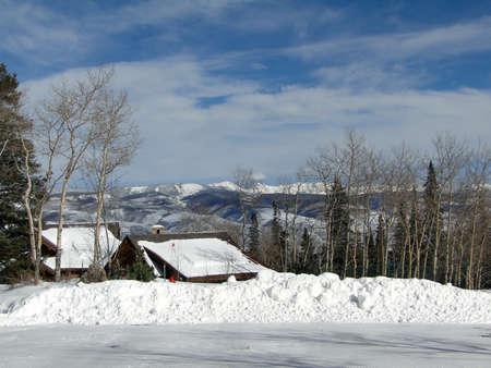sangre derramada: Nieve del invierno en las monta�as escarpadas de la gama de Gore de las monta�as Rocosas, Colorado                      Foto de archivo