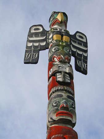 totem indien: D�tail, le m�t tot�mique sculpt� de c�dre, parc de Thunderbird, Victoria, Colombie-Britannique, Canada