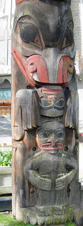 haida indian: Detail, Totem pole carved from cedar, Thunderbird Park, Victoria, BC, Canada