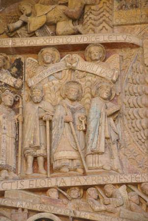 Tallas de t�mpano del juicio final del siglo XIII, la Iglesia Abad�a de Santa Foy, Conques, Francia  Foto de archivo - 10871995
