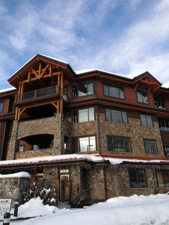 Condominios de estilo occidental, en Steamboat Springs, Colorado Foto de archivo - 10912469