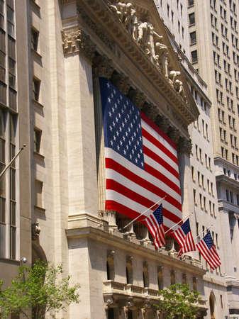 new york stock exchange: New York Stock Exchange, drappeggiato con bandiere americane, Wall Street, Financial District, New York City