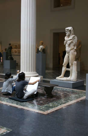 statue grecque: Les �tudiants en arts de dessin statue grecque, galeries romaines et grecques, Metropolitan Museum of Art, New York City