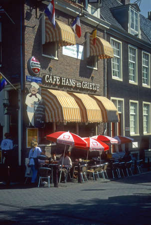 AMSTERDAM, NEDERLAND - oktober 1990 - outdoor Cafe scene Amsterdam Nederland Redactioneel