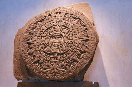 bas: Aztec altar - stone of the sun,  pre-Columbian, Anthropology Museum, Mexico