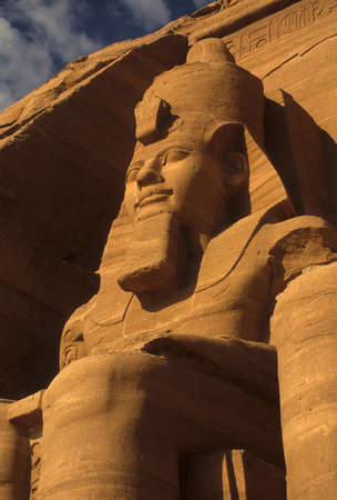 Ramsés II coloso, figuras sentadas, faraón egipcio, Abu Simbel, Egipto Foto de archivo - 11468406