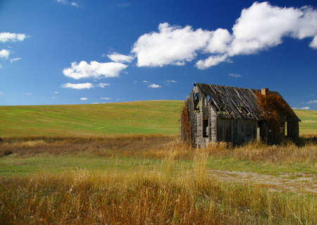 Old house near  Tieton Pass, in Wyoming  photo